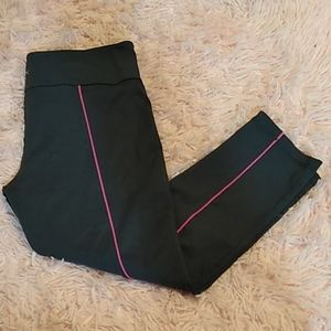 Vsx gray pink stripe down the back Capri leggings